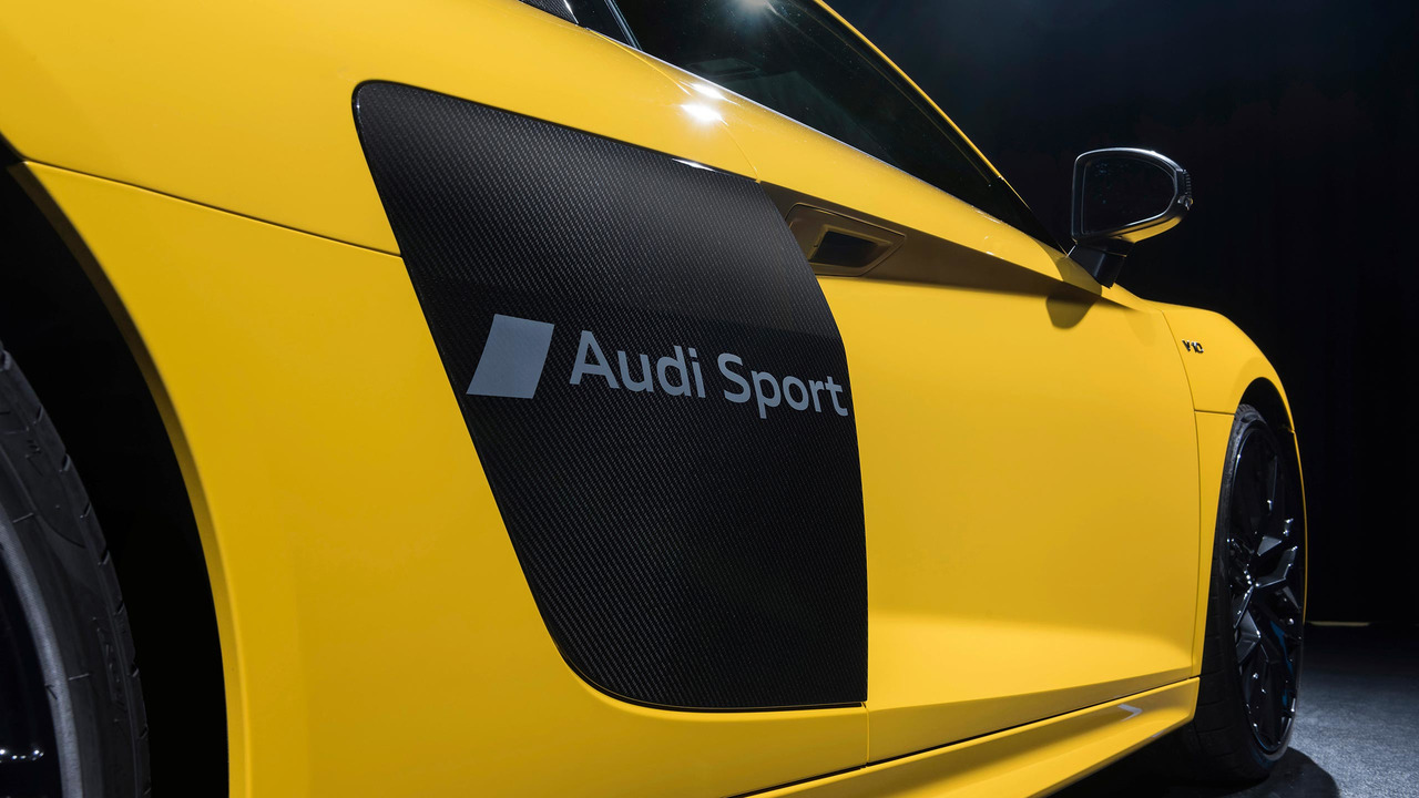 Audi, R8'e dövme yaptı