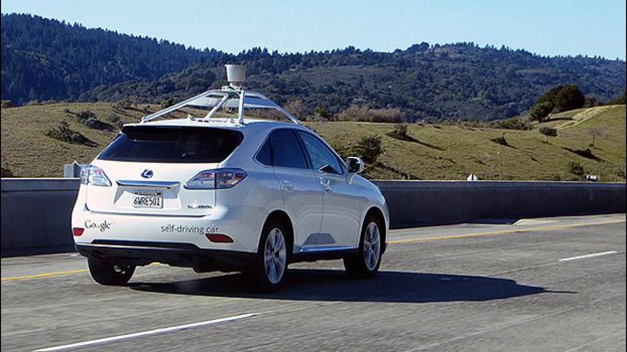 [Copertina] - Auto a guida autonoma, primi piccoli incidenti in California