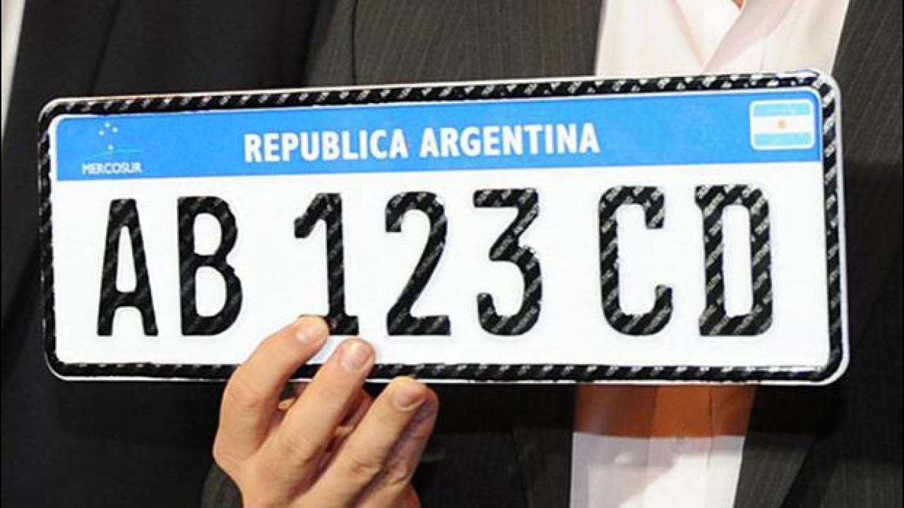 [Copertina] - Targhe, l'Argentina adotta il modello italiano