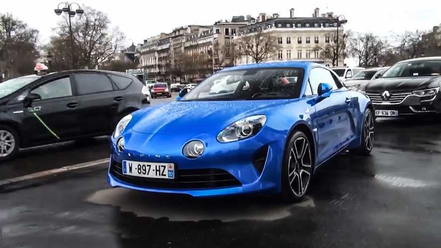 L'Alpine A110 dans les rues de Paris