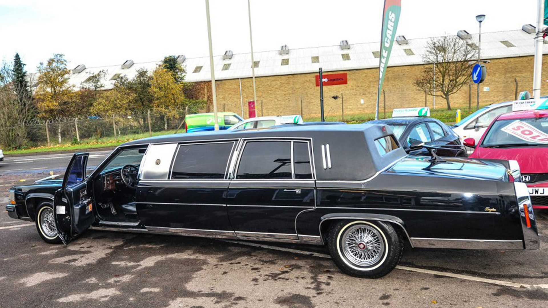 Limos For Sale >> A Garage In Gloucestershire Is Selling Trump S Limo