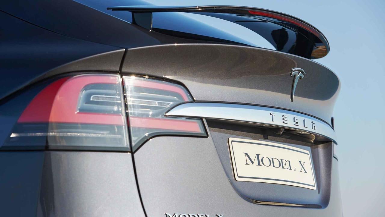 Tesla Model X Arka