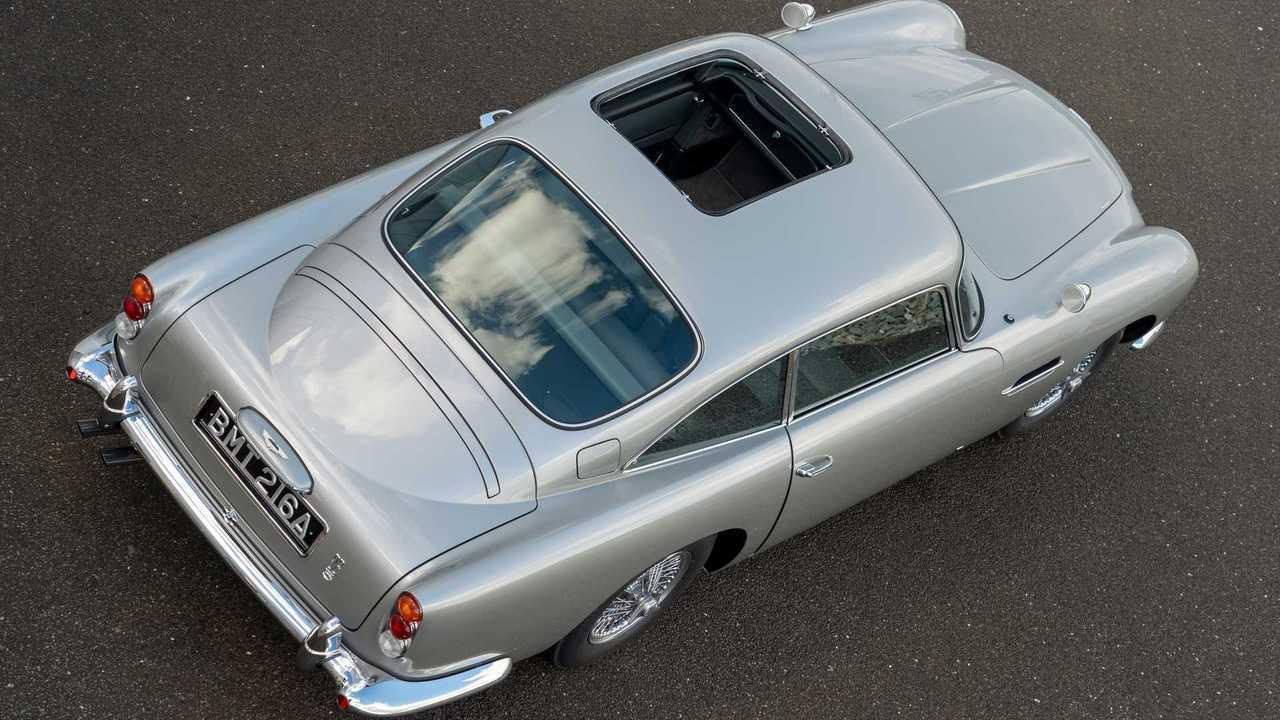 James bond 007 Aston Martin DB5 Warehouse Goldfinger New in Sealed outer