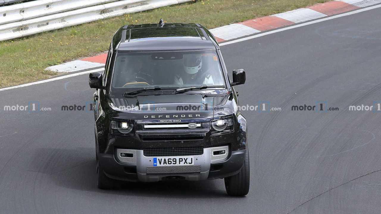 Land Rover Defender V8, fotos espía.