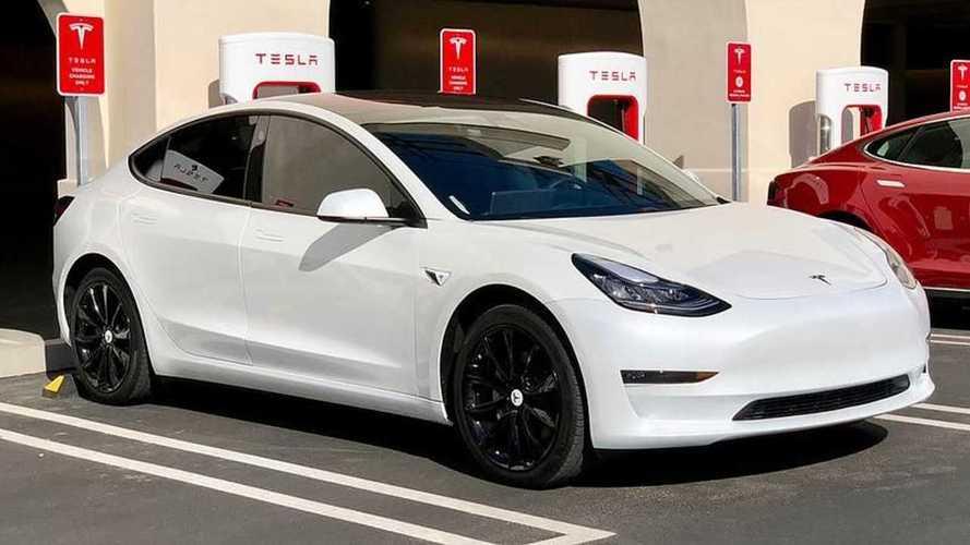 Tesla frena sulle cromature: sulle Model 3 arrivano le finiture nere