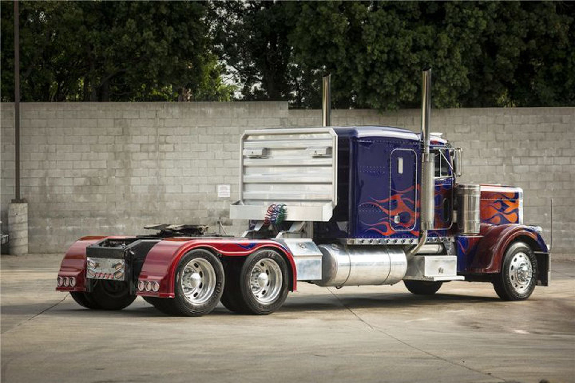 """Optimus Prime and Bumblebee Vehicles from """"Transformers"""" Headed to Auction"""