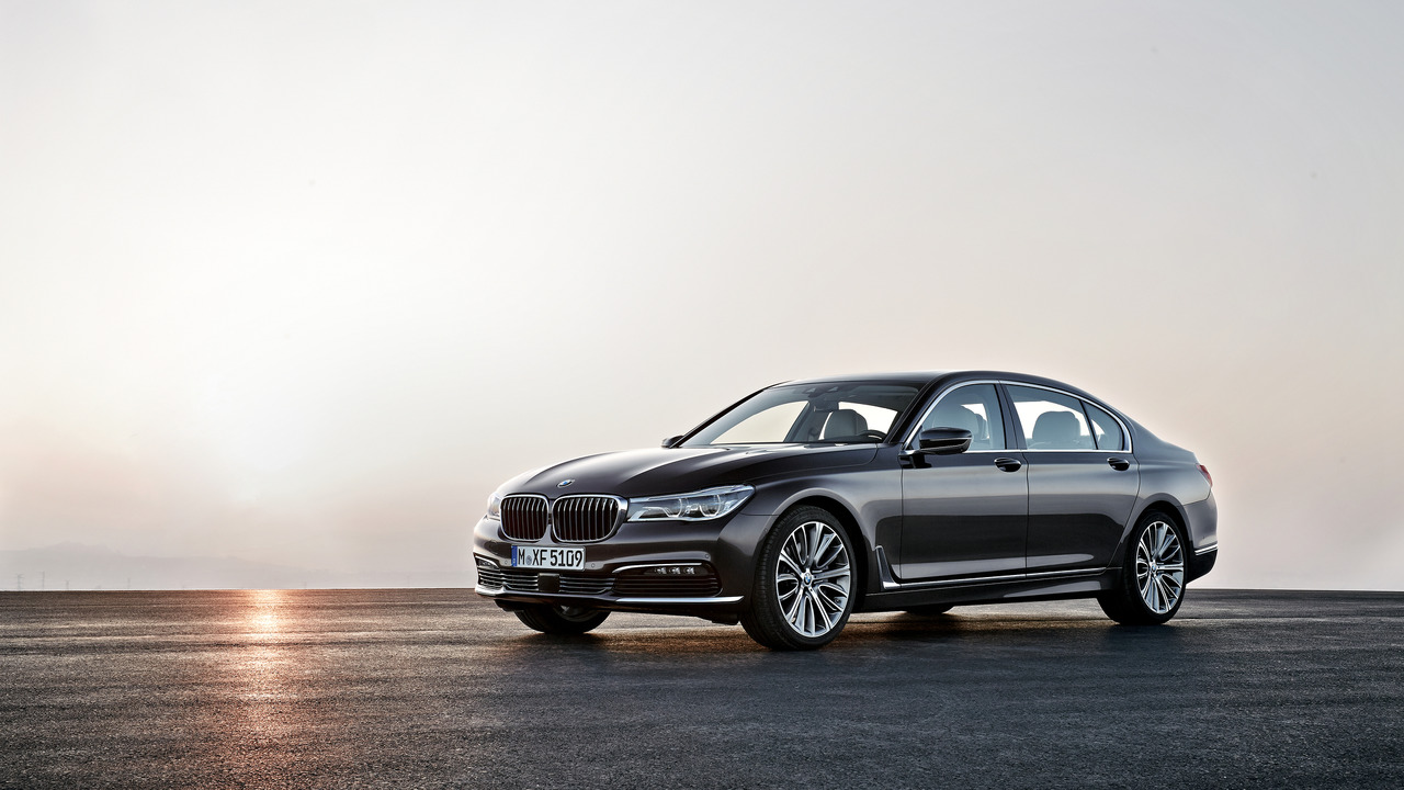 BMW 7 Series: Database