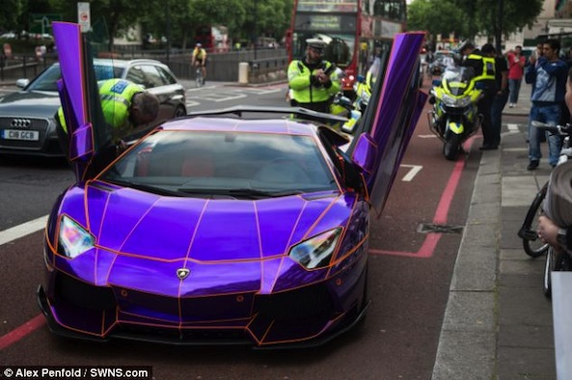 Glow In The Dark Lamborghini Seized By London Police Update W Video