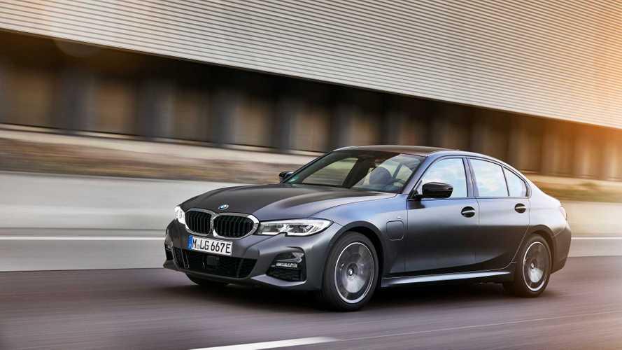 У BMW появились доступные гибриды третьей и пятой серий