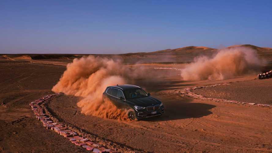 """Monzai aszfaltcsík a sivatagban - így debütált a BMW X5 """"Olaszországban"""""""
