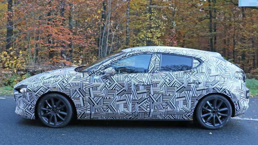Kémfotókon a kívül-belül letisztult új Mazda3