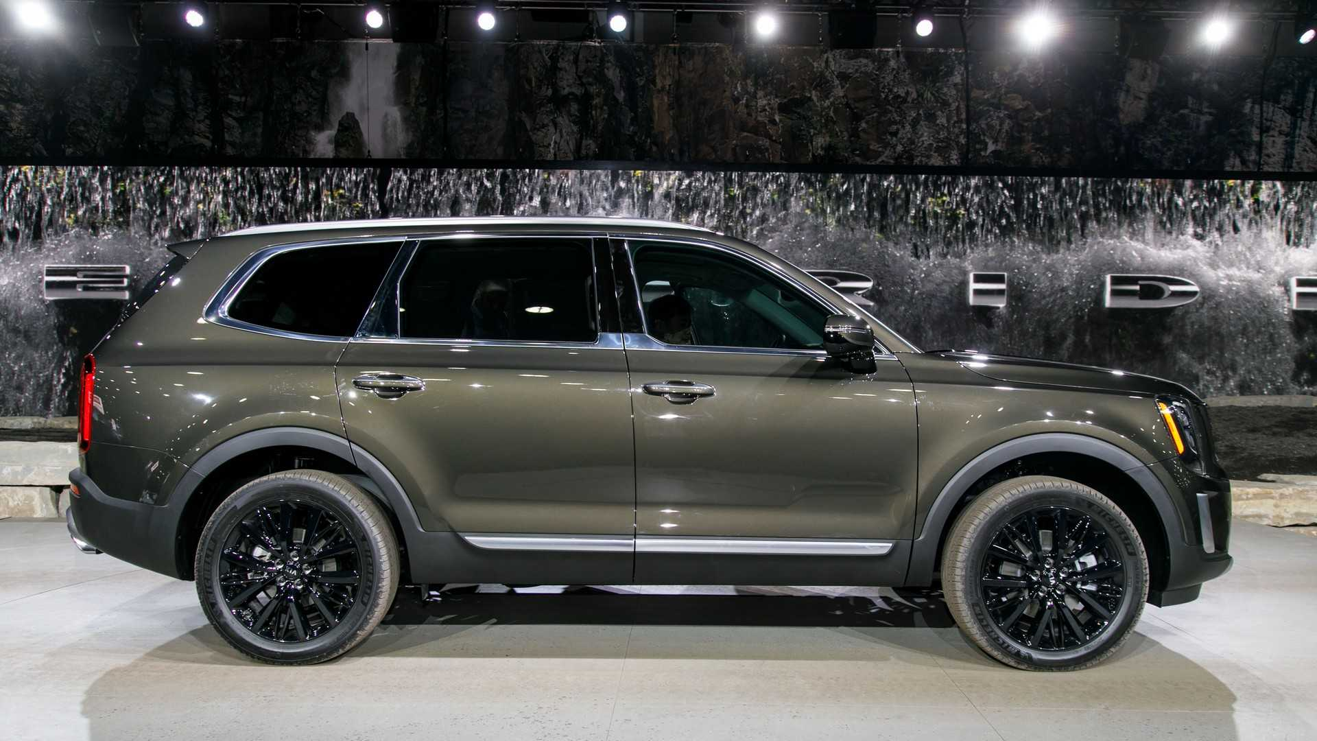 2020 Kia Telluride: Design, Specs, Arrival, Price >> 2020 Kia Telluride Arrives In Detroit With Eight Seats And V6 Power