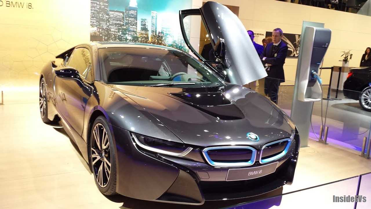 BMW i8 is Stunning in Live Detroit Auto Show Reveal