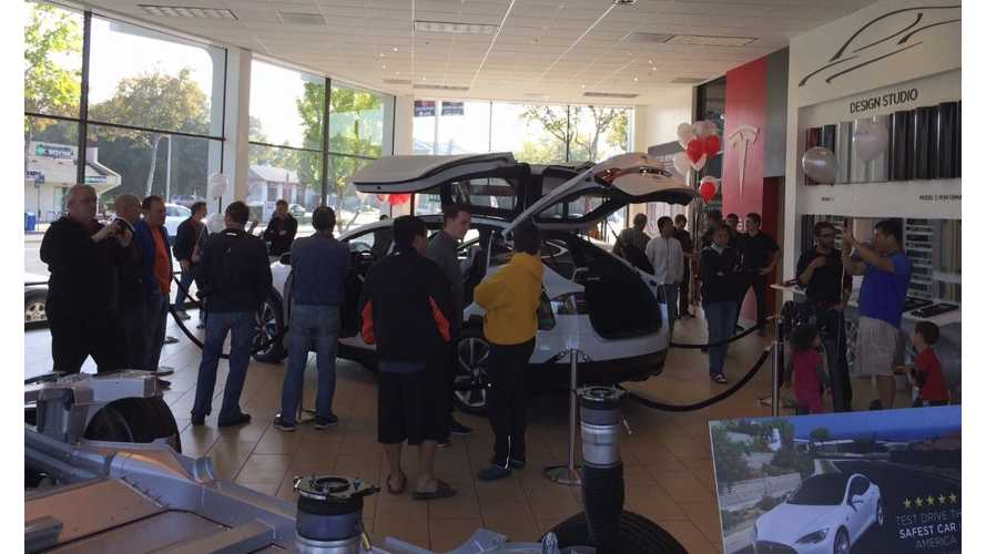 """Tesla Model X Is """"eXtra Surprise"""" at Palo Alto Store"""