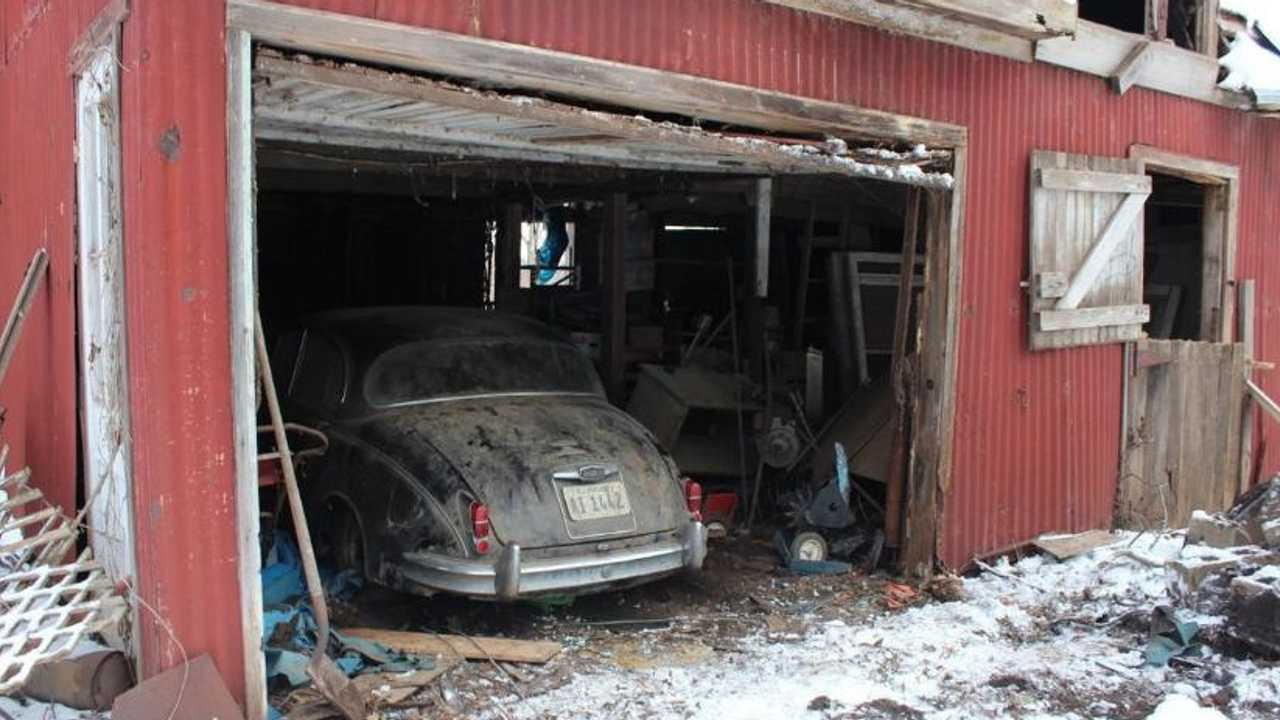 Jaguar abandoned in barn for 36 years