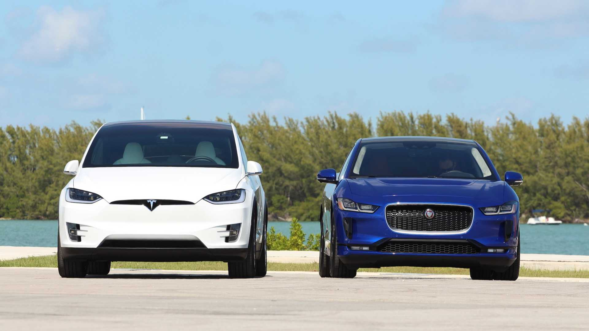 2019 Jaguar I-Pace Vs  2018 Tesla Model X Comparison: Cat Nipped