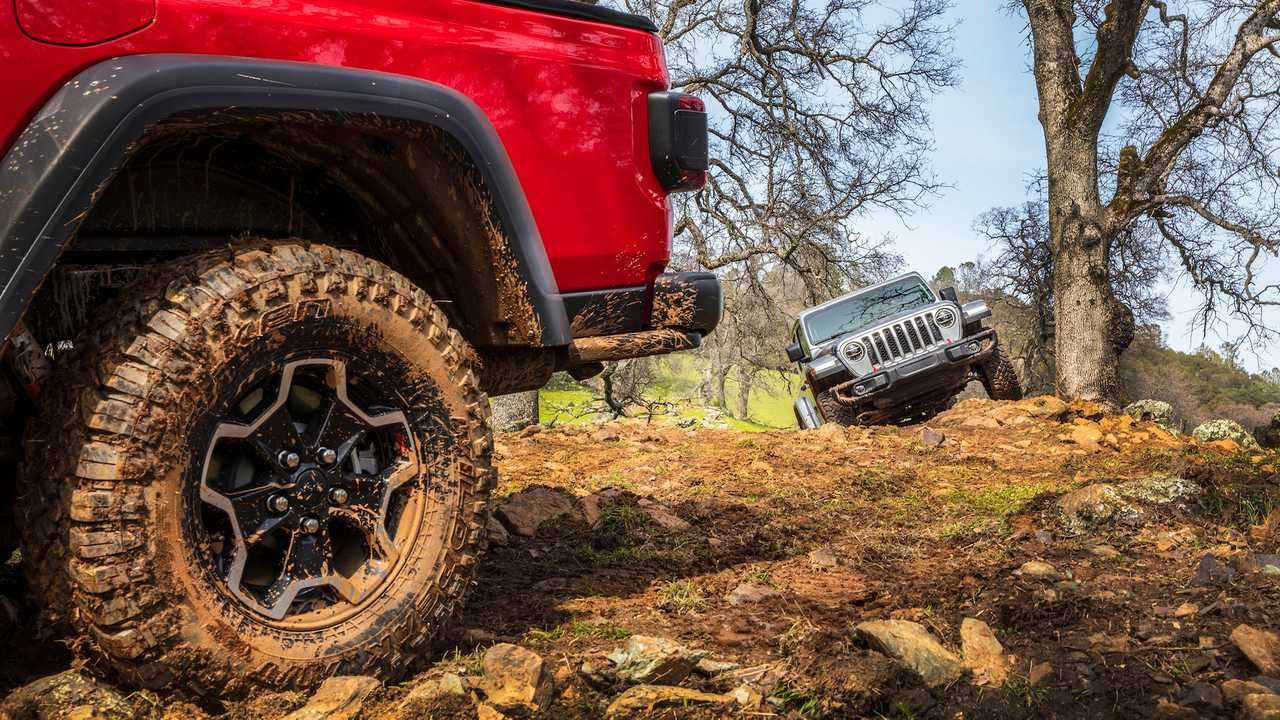 These Jeep Gladiator Photos Are Straight-Up Off-Road Porn