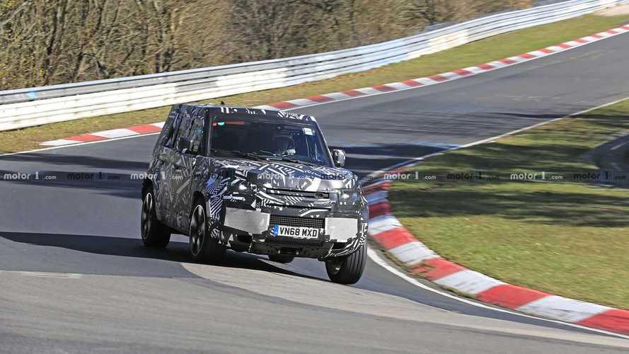 Land Rover Defender, le foto spia al Nurburgring