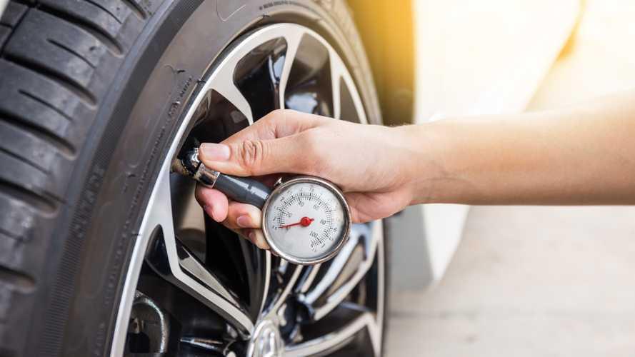 Air pressure gauge measurement from tyre