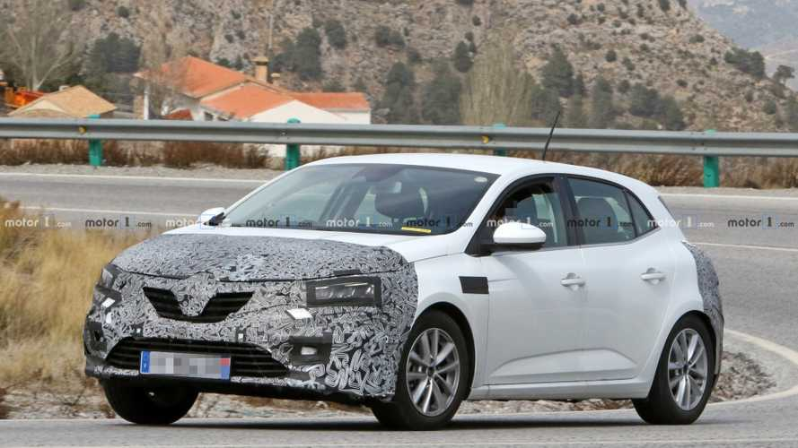 La Renault Mégane restylée surprise avec un drôle d'échappement [MÀJ]