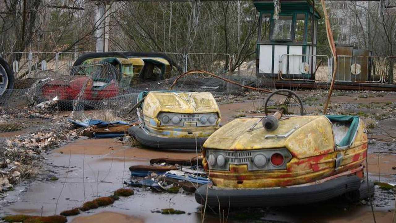 Auto-tamponneuses abandonnées à Pripyat (catastrophe de Tchenobyl)