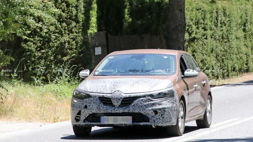 Renault Megane facelift new spy photos