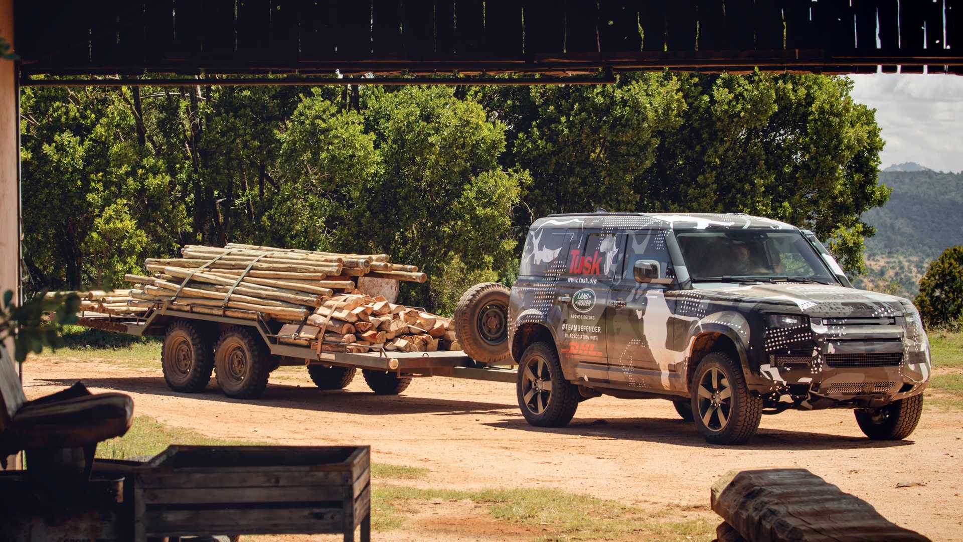 2020-land-rover-defender-testing-in-keny