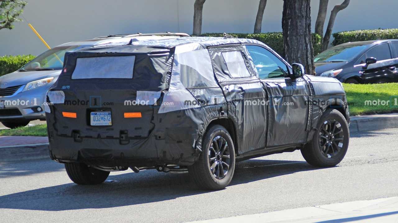 2021 Jeep Grand Cherokee Three-Row And Engine Updates >> 2021 Jeep Grand Cherokee Spied For The Very First Time