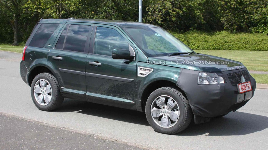 Land Rover Freelander facelift spied for first time