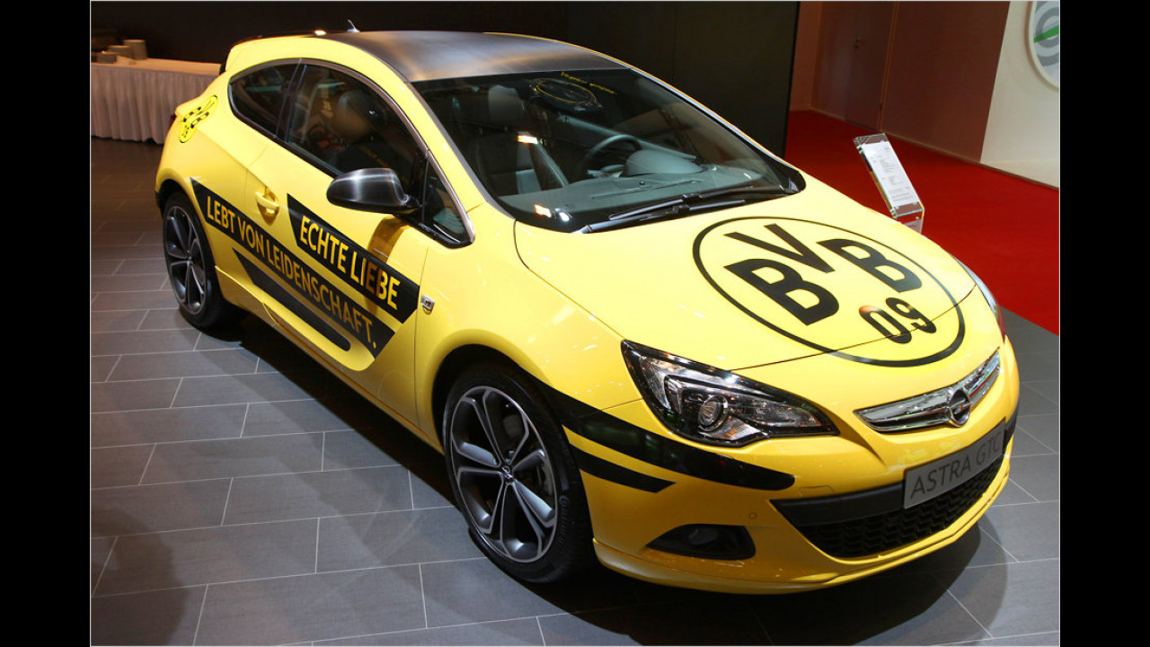 Opel Astra GTC im BVB-Trikot