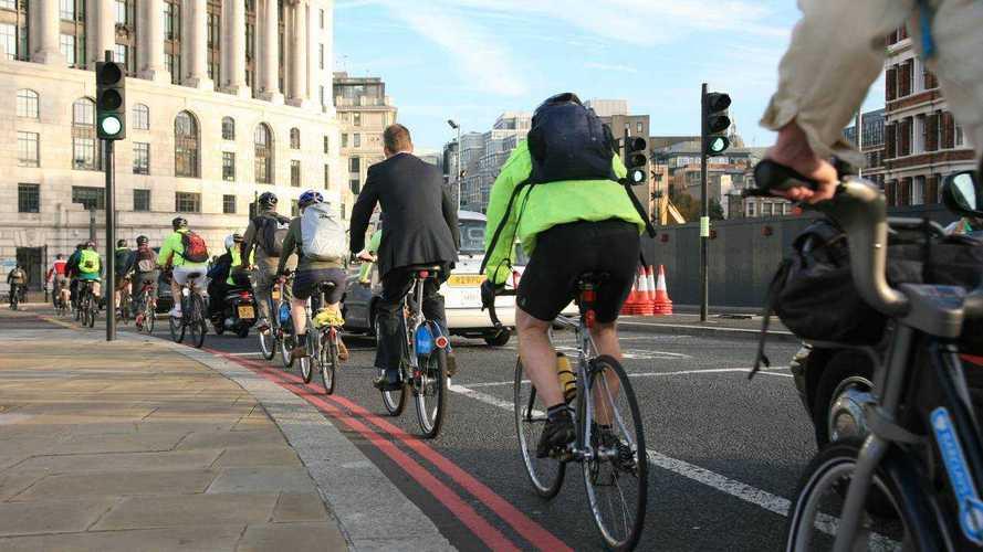 ¿Deberían circular las sillas de ruedas por los carriles bici?