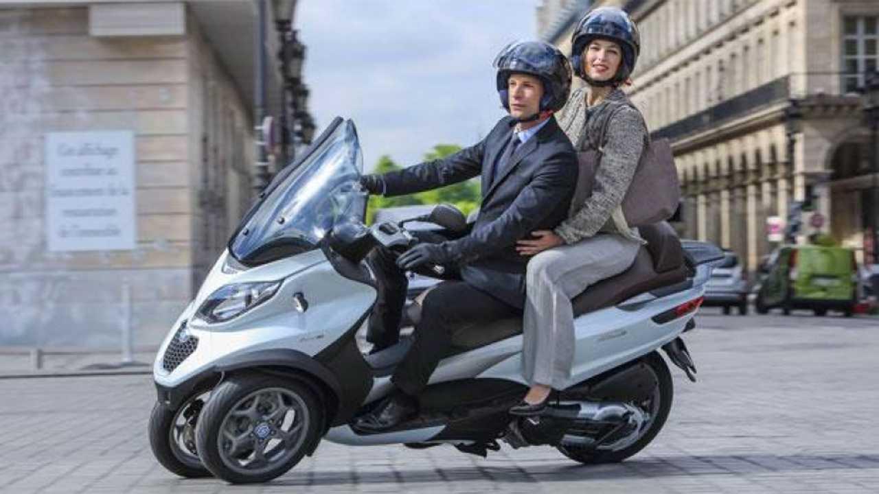Scooter sharing: Enjoy con Piaggio Mp3