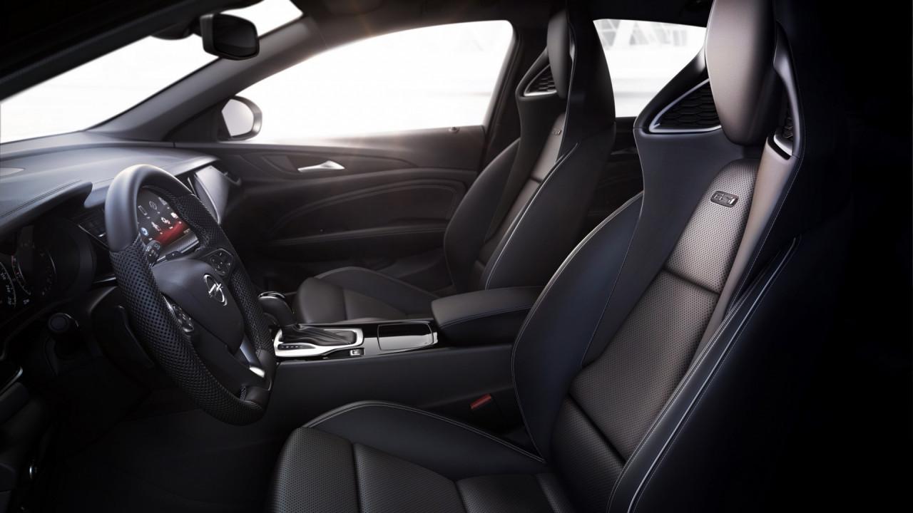 [Copertina] - Opel Insignia GSi, i sedili sportivi certificati AGR