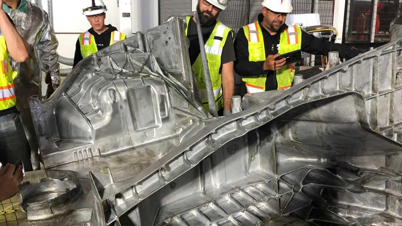 Lo stampo della scocca posteriore della Model Y realizzato ad Austin