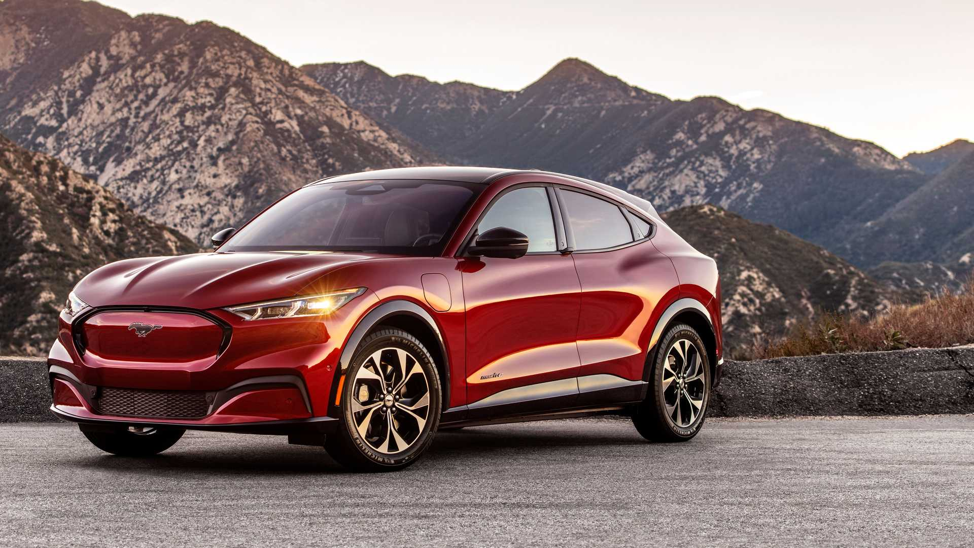 Выберите Ford Mustang Mach-Es, получив первое беспроводное обновление