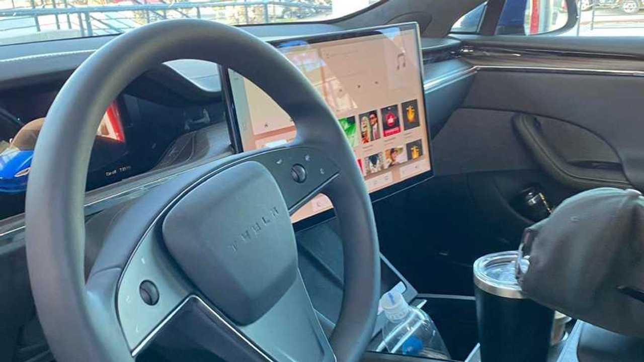 Tesla v11 Arayüzü Sızıntı Görüntüler