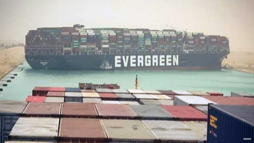 Süveyş Kanalı'nı tıkayan dev gemi, petrol fiyatlarını artırabilir
