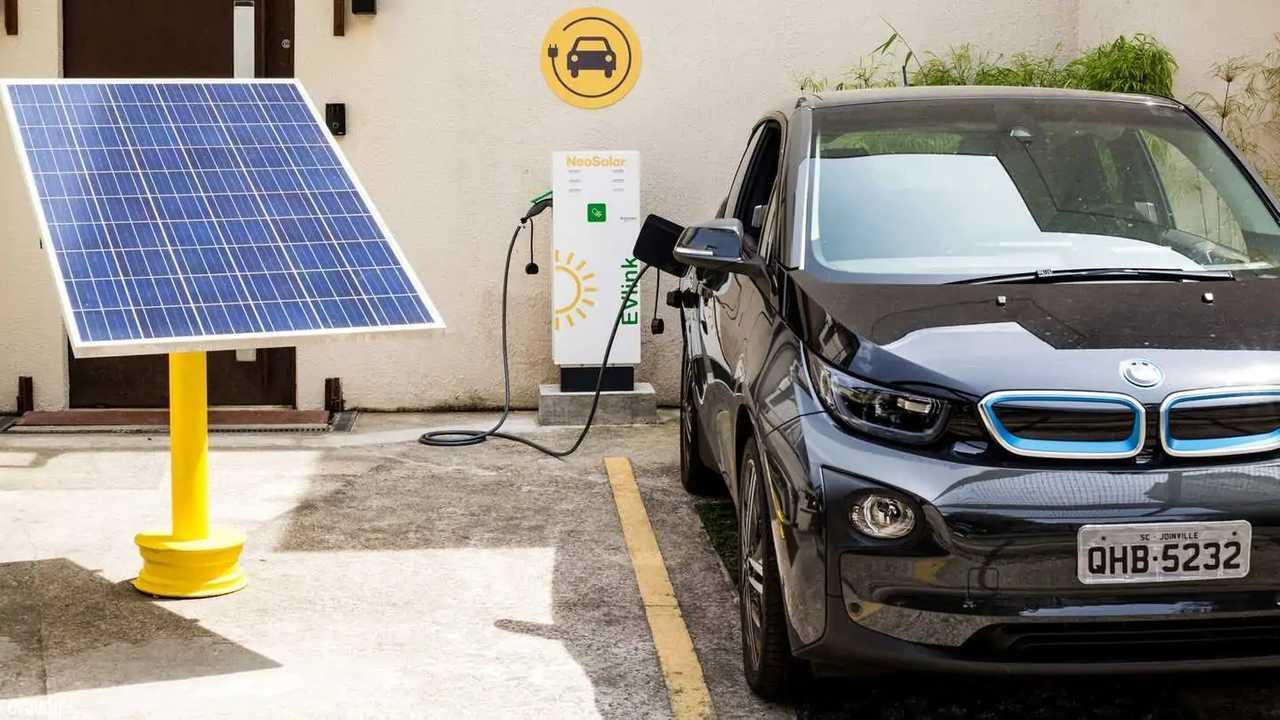 carro elétrico painel solar