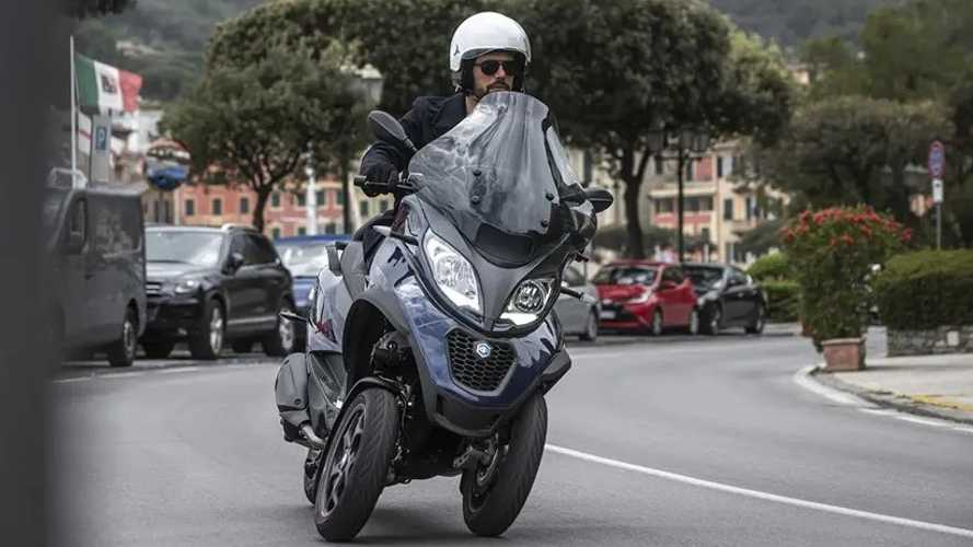 Piaggio Introduces MP3 400 HPE To Meet Euro 5 Emissions Standards