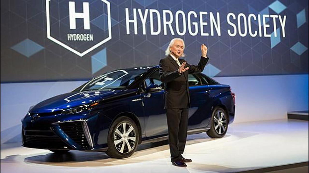 [Copertina] - Toyota, l'auto a idrogeno diventa open source