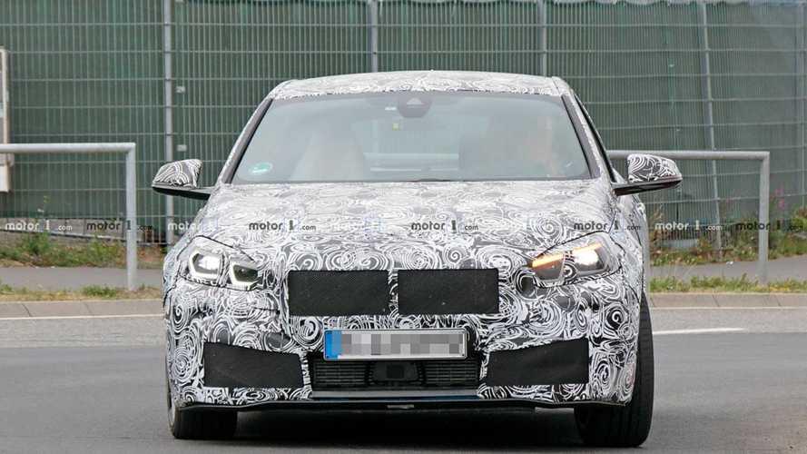BMW M140i kémfotók