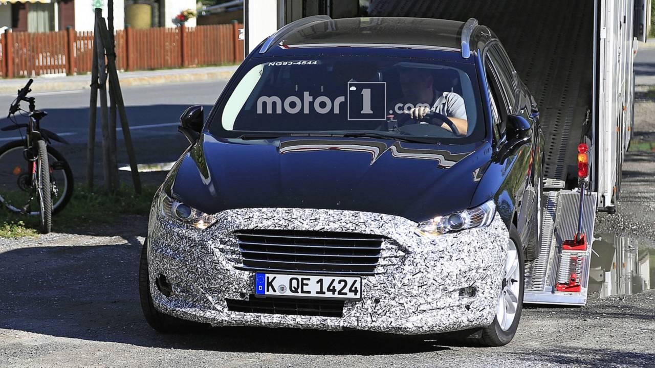 Makyajlı Ford Mondeo Wagon Casus Fotoğraflar