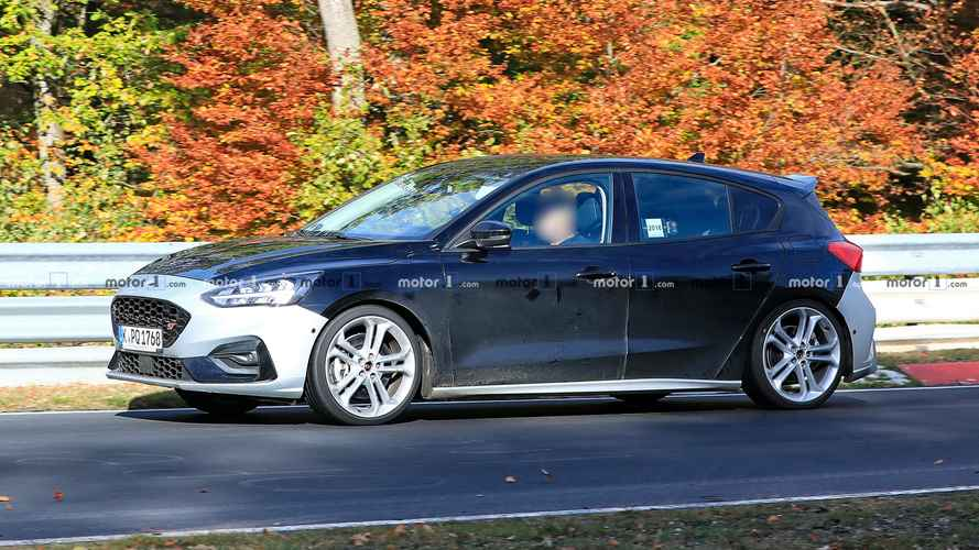 New Ford Focus ST Seen In Action At The Nurburgring