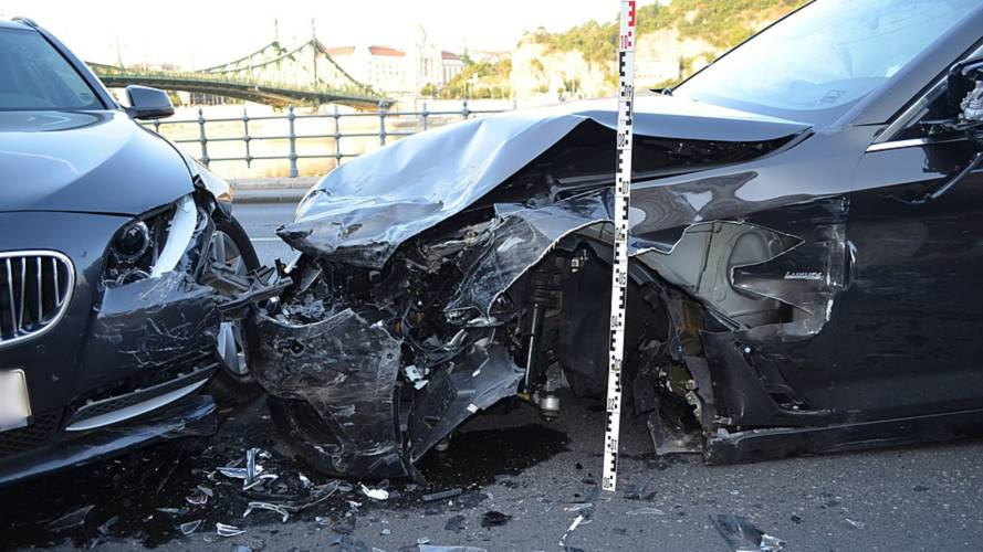 Fordított közlekedés okozhatott gondot három brit férfinek Budapesten