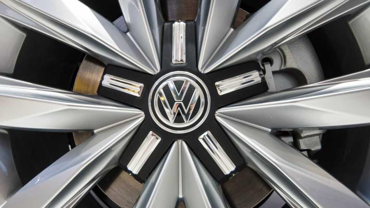 Volkswagen Transporter T5 wheel and logo
