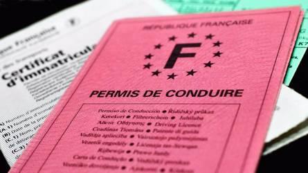 Emmanuel Macron propose une aide au permis de conduire