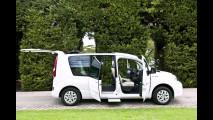 La papamobile elettrica Renault Kangoo ZE