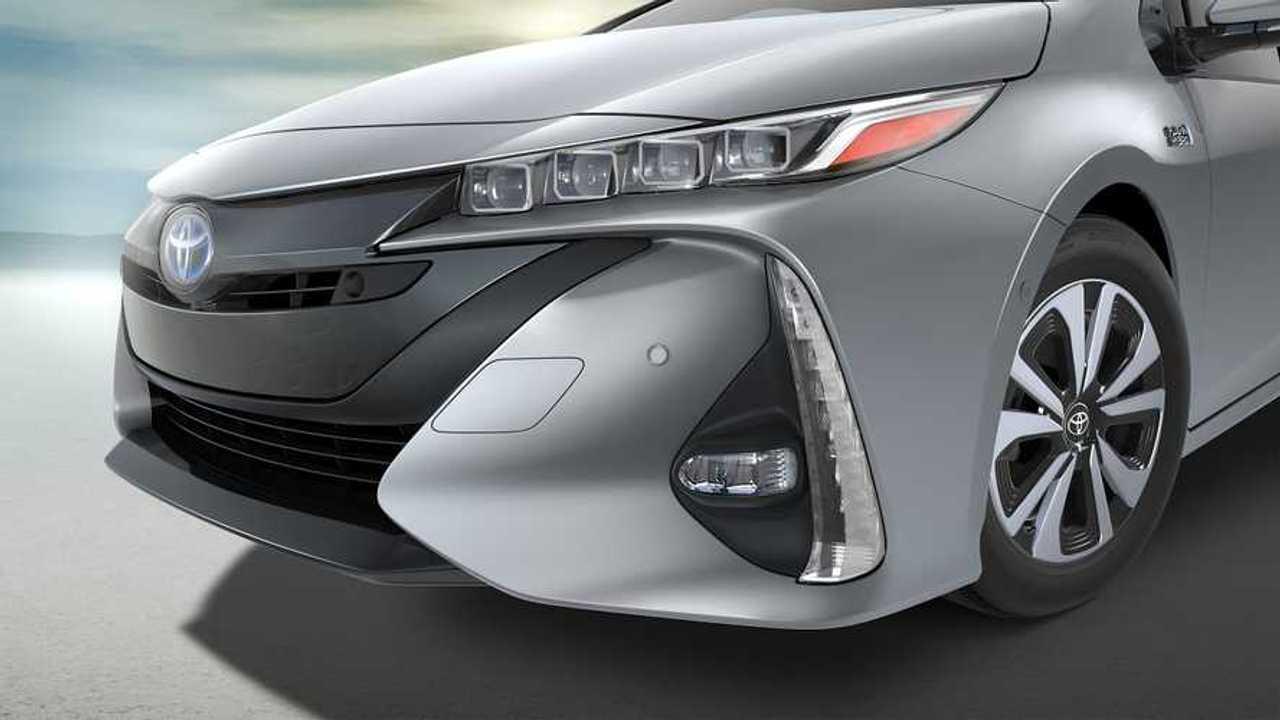2017 Toyota Prius Prime front grille