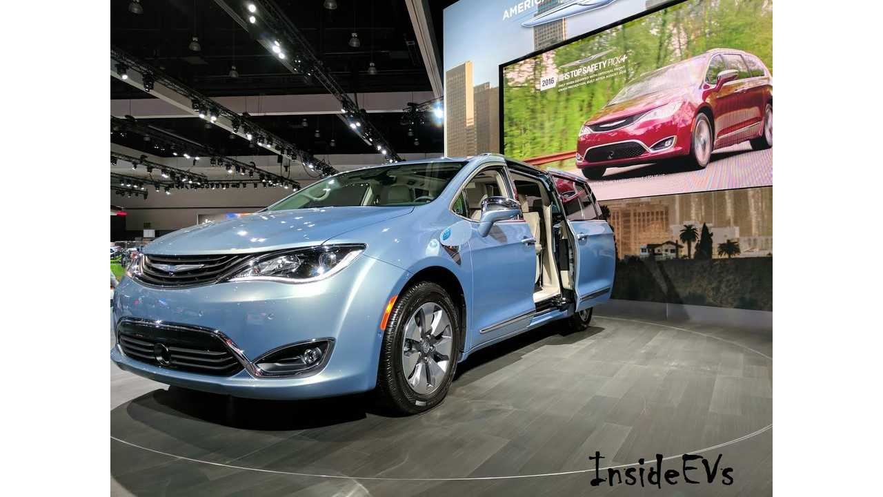2017 Chrysler Pacifica Hybrid Seen Here From The La Auto Show In November Gets