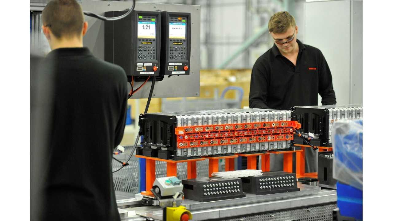 The making of a Nissan LEAF battery in Sunderland, UK (2014)